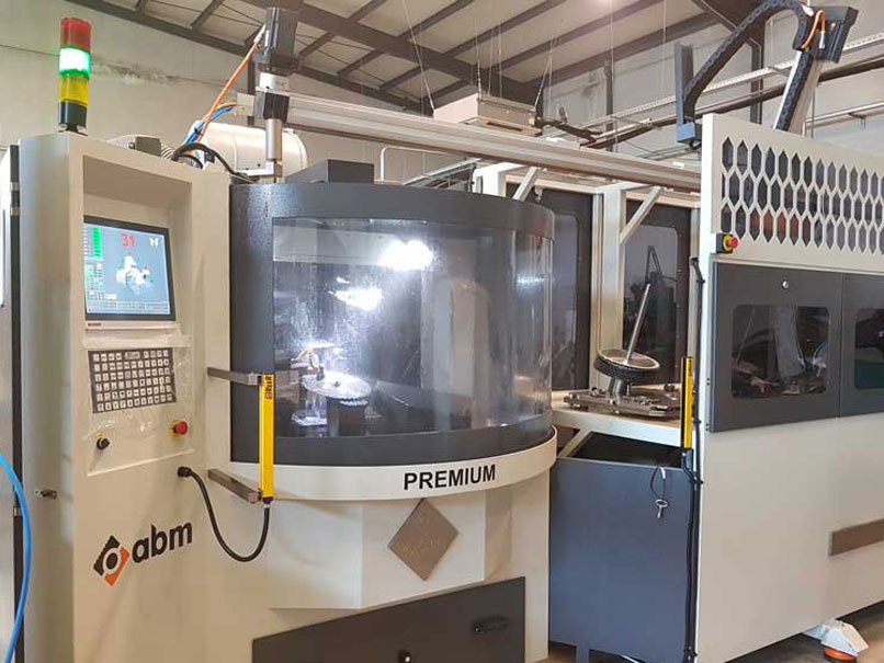 Nuevo Robot de afilado ABM en producción en HECOMA®